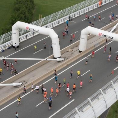 Coureurs sur le viaduc ©A.Trompeau